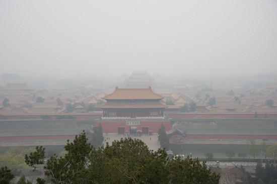 Forbidden City in the Smog (John Chandler/Flickr)