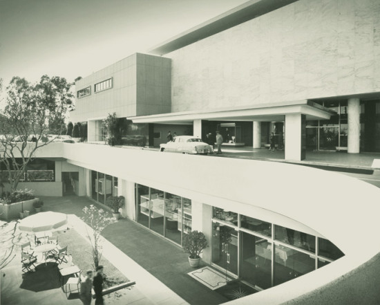 The store, which opened in 1952, was designed by Charles Matcham, Charles Luckman, and William Pereira. (Julius Shulman)