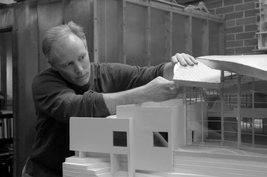 Stout examines a model of the Hunter Museum of Art (RSA)