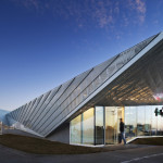 Both the zinc facade and the metal roof were installed using standard construction techniques. (Michael Moran/OTTO)