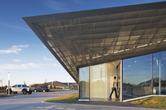 The sharp geometry of the zinc-clad exterior is meant to represent the physicians' competence and professionalism. (Michael Moran/OTTO)