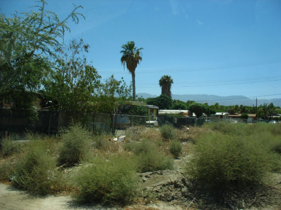 Resort communities and and shanty towns exist side by side in California's Coachella Valley. (Orin Zebest / Flickr)