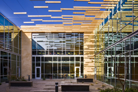 Page designed a simple cedar and steel-wire screen to shade the courtyard of the new GSA building in New Mexico. (Patrick Coulie)