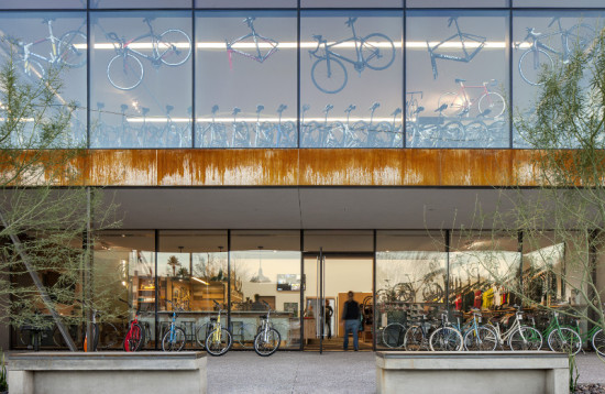 A 48-foot-wide, 30-foot-tall structural glass wall on the north facade draws light into the store. (Timmerman Photography)