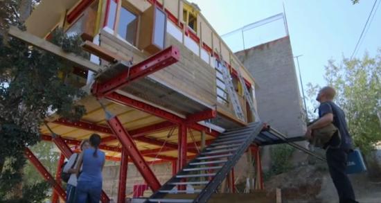 "The ""Guerilla Architect."" (Courtesy Al Jazeera via Screengrab)"