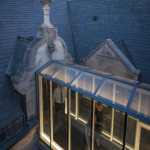 A glass-enclosed walkway connects Nelson Cultural Center to Turnblad Mansion. (Paul Crosby Photography)