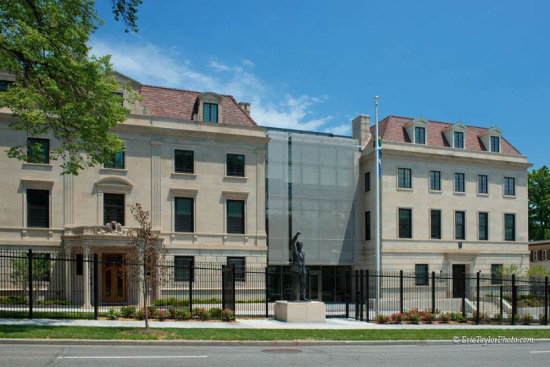 Cambridge Architectural's wire mesh facade screens the new glass atrium at the South African Embassy in Washington, DC. (Eric Taylor)