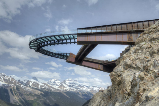 Sturgess Architecture, RJC, and PCL Construction Management crafted a gravity-defying walkway for Jasper National Park. (Courtesy Sturgess Architecture)