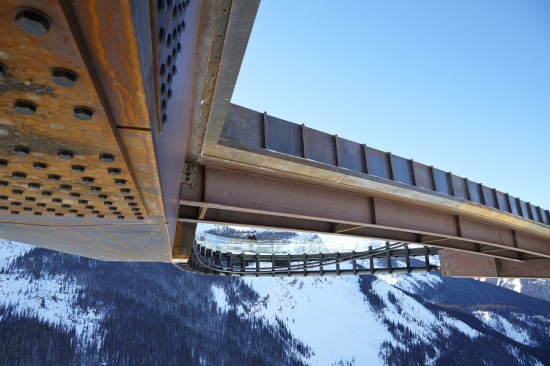 Glacier Skywalk's Corten cladding pays homage to the color and texture of the surrounding mountains. (Courtesy Sturgess Architecture)