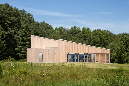 The building's dynamic massing made meeting Passive House standards a challenge. (Trent Bell Photography)