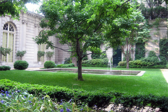 RUSSELL PAGE'S GARDEN AT THE FRICK COLLECTION. (WALLY GOBETZ / FLICKR)