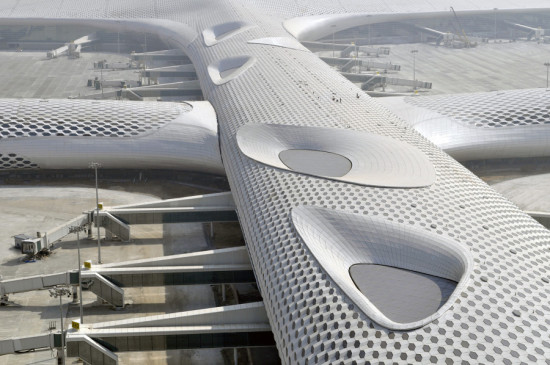 Knippers Helbig provided custom parametric modeling, full facade engineering service, and structural design for Massimiliano Fuskas' Shenzhen International Airport. (Courtesy Massimiliano Fuksas)