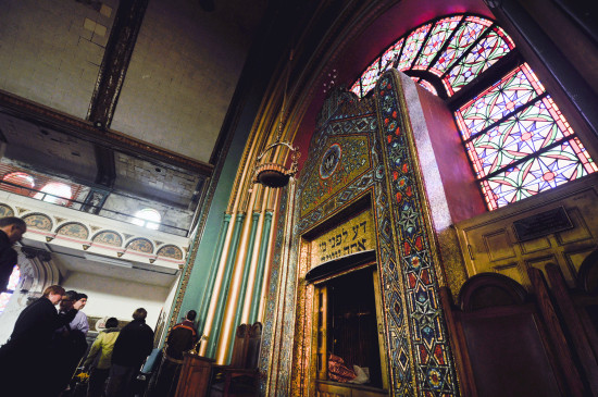 The altar at Agudas Achim North Shore Congregation, closed since 2008. (Chris Bentley)