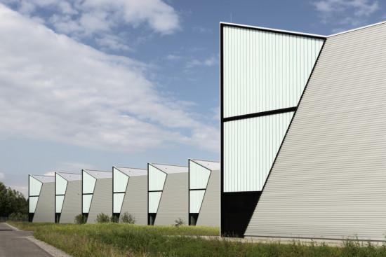 """Barkow Leibinger's HAWE-Werk Kaufbeuren was inspired by Le Corbusier's concept of the """"green factory."""" (David Franck)"""