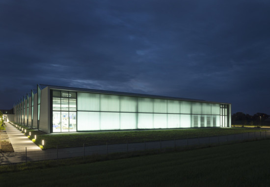 The plant's end glazed end facades feature both figured and transparent glass. (David Franck)
