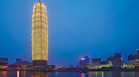 Zhengzhou Greenland Plaza, a 280-meter-tall SOM tower Leung worked on. (© Si-ye Zhang)
