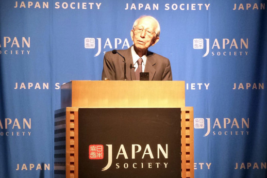 Fumihiko Maki addresses the Japan Society in New York. (James Way)