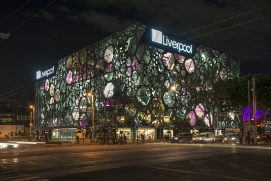 Rojkind Arquitectos and Zahner crafted a new stainless steel facade for Liverpool department store in Mexico City. (Jaime Navarro)