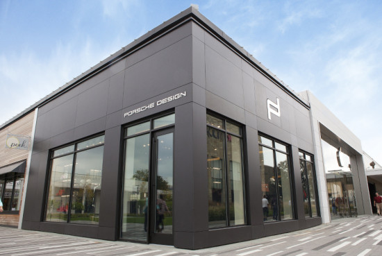 DXU wrapped Porsche Design's Oak Brook, Illinois boutique in a matte black Dekton rain screen. (Courtesy Cosentino)