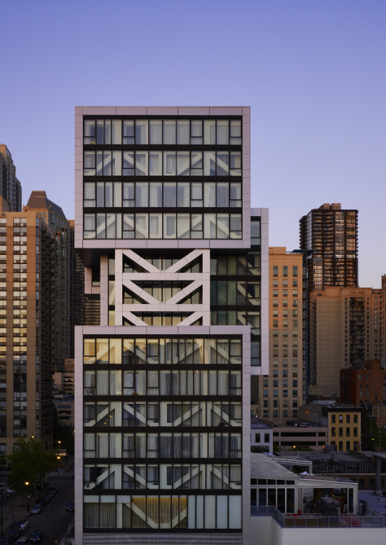The transparent east and west facades reveal the structure's diagonal trusswork. (Steve Hall)