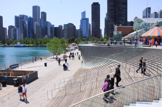 "Navy Pier's new ""Wave Wall"" (nARCHITECTS)"