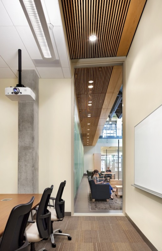 The architects created multiple venues for casual contact among students, faculty, and staff. (Courtesy Hord Coplan Macht)