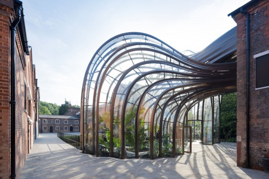 One of the glasshouses features a humid tropical climate, while the other is designed to create a dry Mediterranean climate. (Iwan Baan)