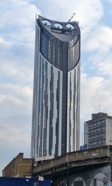 The Strata tower has been a landmark feature in London's skyline since 2010. (Courtesy Skyscrapercity User: SE9; via Wikipedia)