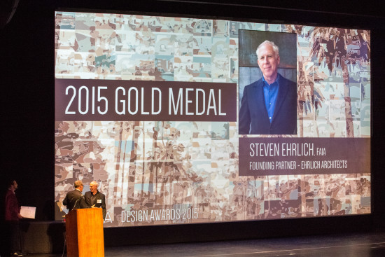 Steven Ehrlich receives the 2015 Gold Medal from from AIA|LA President Ted Hyman. (David Lena Photography)