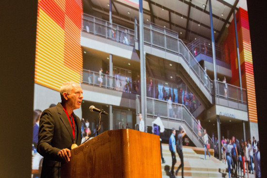 Gold Medal recipient Steven Ehrlich speaks to the crowd about the power of collaboration, which he first learned in Africa. (David Lena Photography)