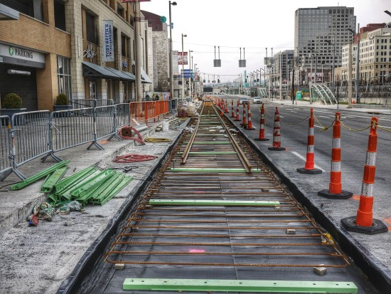After many years of political wrangling, the Cincinnati Streetcar system construction is fully underway. (By 5chw4r7z from Cincinnati (streetcar construction) [CC BY-SA 2.0], via Wikimedia Commons