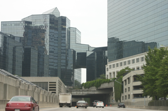 GA Highway 400 passing through Buckhead. The GA400 Park plan would cap a section of highway to create a nine acre park (Evilarry/Wikimedia Commons)
