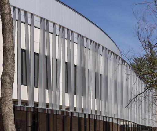 Southeast facade; Ornilux and solar screen fins (©Richard Barnes)