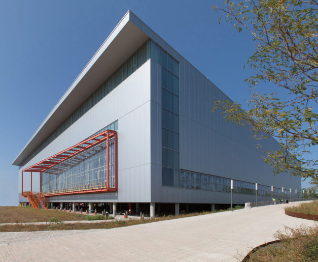 The Sage and Coombe–designed Ocean Breeze Indoor Athletic Facility (Courtesy V+B; NYC Parks)