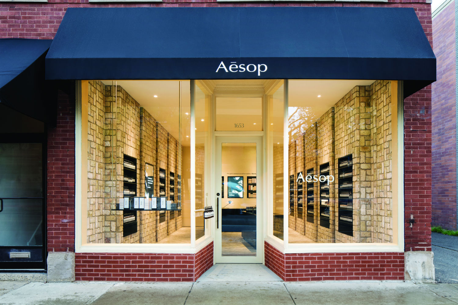 Chicago S First Aesop Store Uses 10 000 Reclaimed Chicago