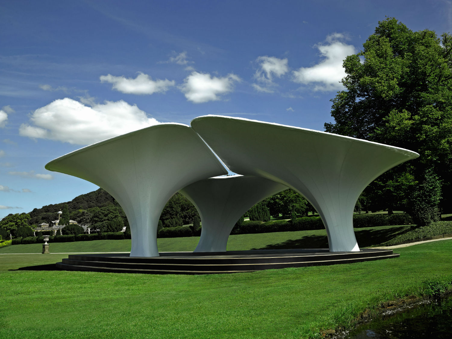 zaha hadid 39 s 2007 serpentine pavilion at the chatsworth house. Black Bedroom Furniture Sets. Home Design Ideas