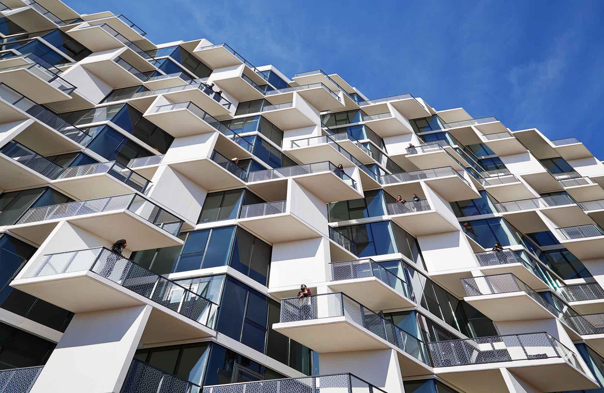 City Hyde Park Balcony Stem 07