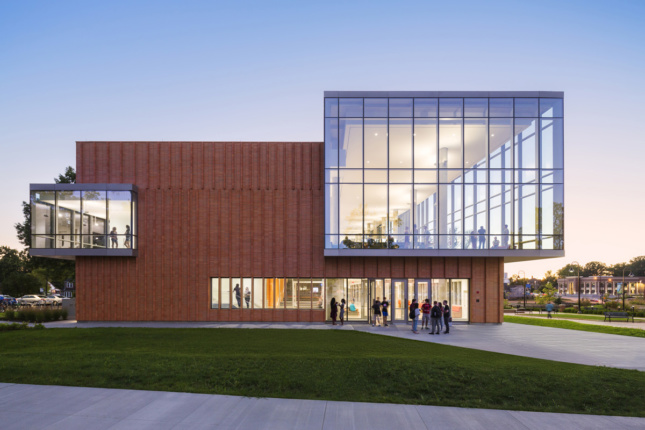 (Kent State Center for Architecture and Environmental Design, Location: Kent OH, Architect: Weiss/Manfredi Architects © Albert Večerka/Esto)