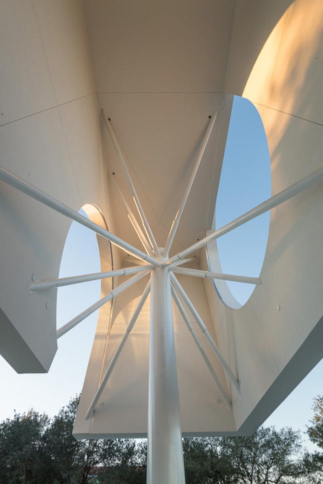 "(""Starburst column"" detail, Moody Center for the Arts at Rice University. Northwest corner. © Nash Baker)"