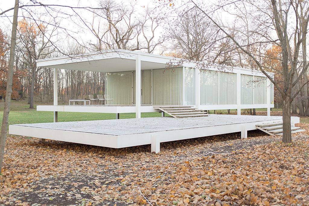 a film is being about mies van der rohe 39 s farnsworth house. Black Bedroom Furniture Sets. Home Design Ideas