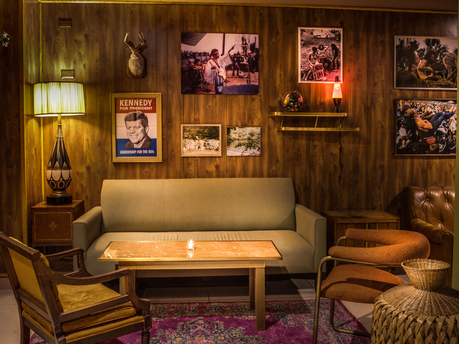 A Trippy Throwback Bar With 60 S Vibes Opens In Chelsea