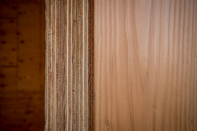 Photo of a mass plywood panel showing its stacked layers