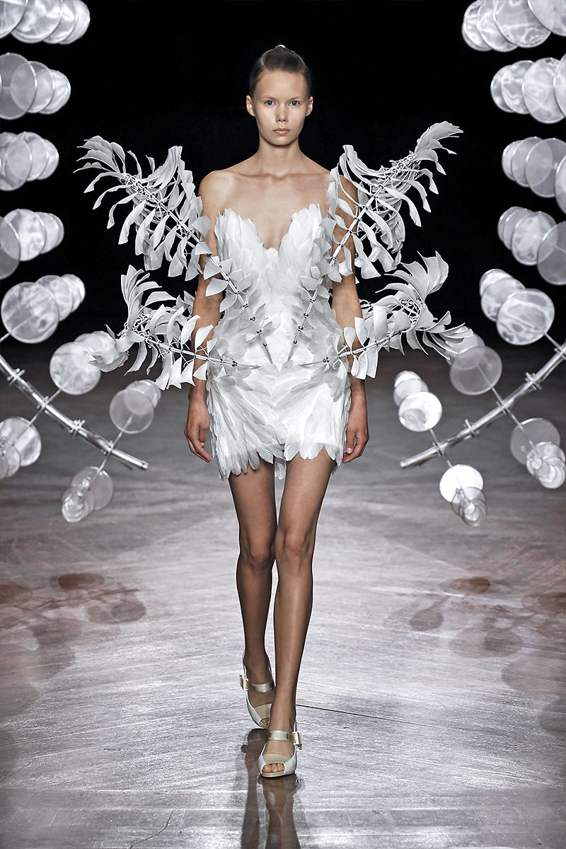 Iris Van Herpen Collaborates With Architects For Hypnotizing