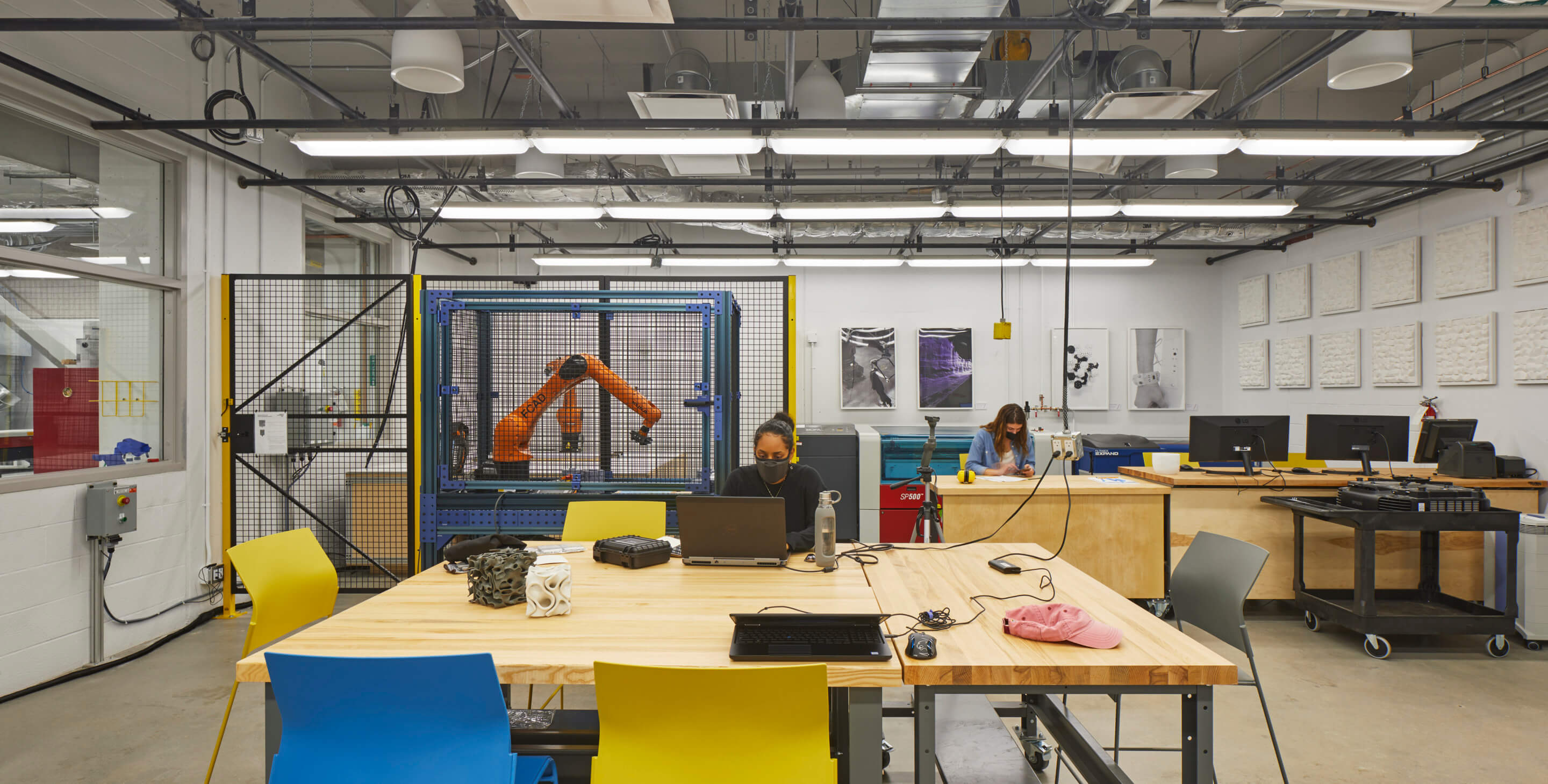A ground level fab lab with robot arm
